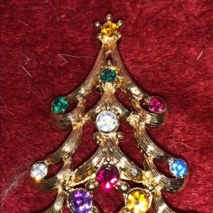 Gold tone Christmas Tree Pin multicolor crystals